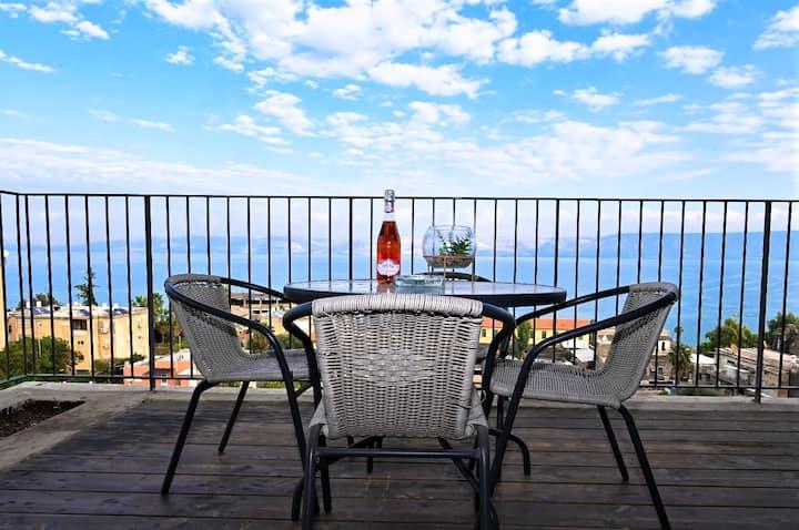 נינו מגדלור(25)- דירת שני חדרי שינה עם נוף מרהיב