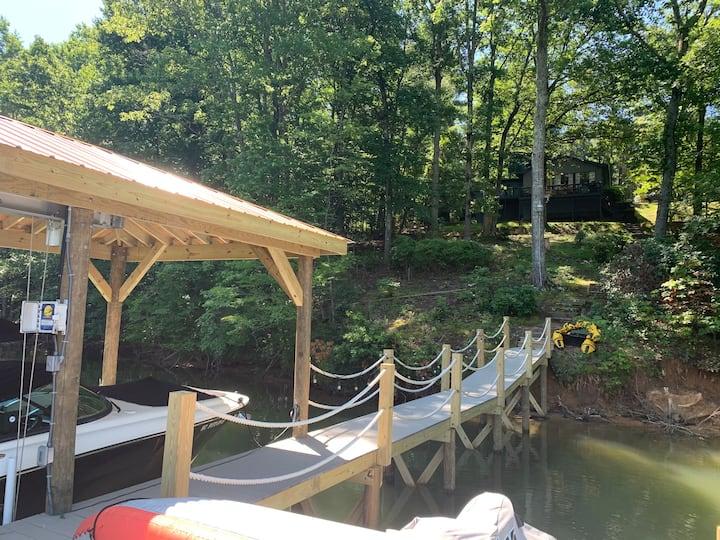 """Cabin Boheme""A Chic Waterfront Open-Air Hideaway"