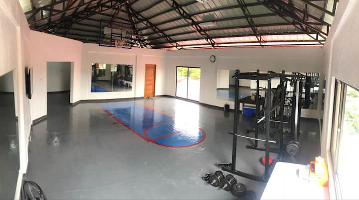Las Pinas Airbnb with Gym in Gated Sterling Homes