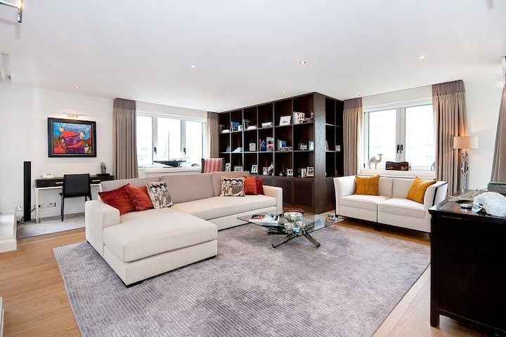 luxurious 2bdr apartment