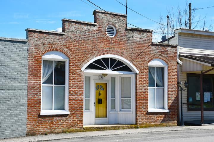 Restored former Post Office near Goshen Pass