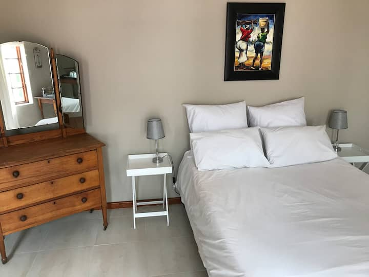 Spacious private bedroom @ Sea Cottage