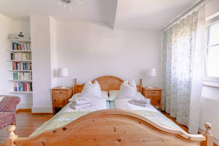 Schönes helles Doppelzimmer im Gästehaus Sonne