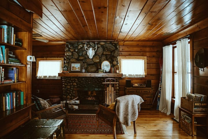 Happy Trails Haus, Otsego Lake View Cabin