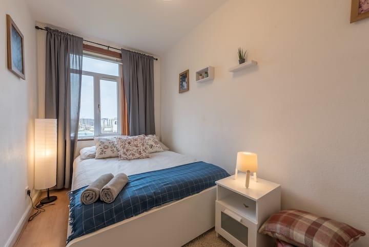 Cozy room in the sea Of Edinburgh
