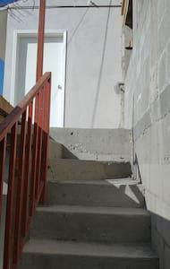 segundo piso, acceso escaleras