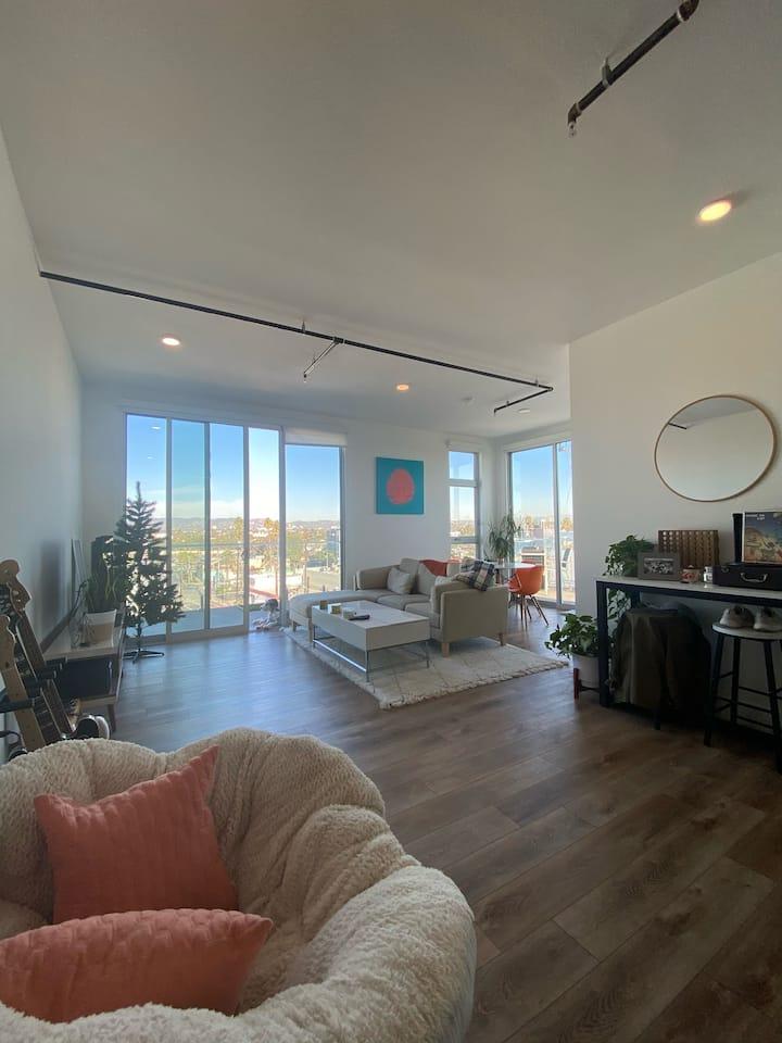 Penthouse Loft in Marina (private room + balcony)