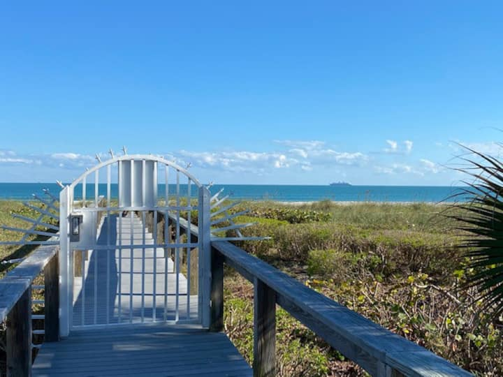 Steps to the Beach-1 BD Condo-Excellent Location!!