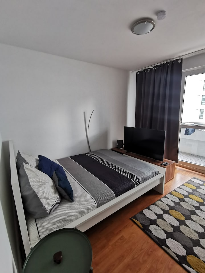 Very central (6 min walking from AlexanderPlatz)