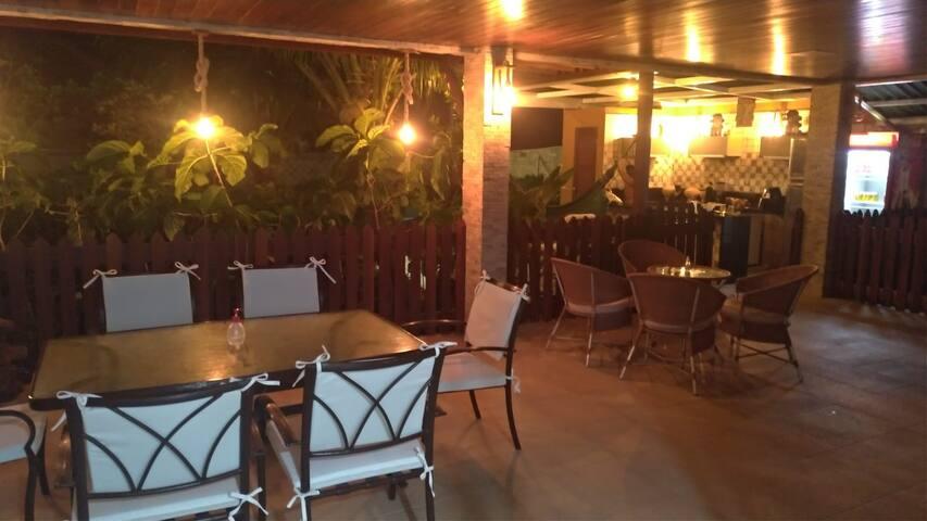 Excepcional Suíte na Beira-Mar com Piscina
