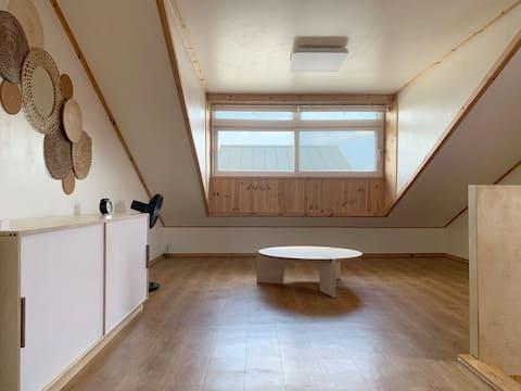 Woody Rooftop Namu House(Dual floor Rooftop house)