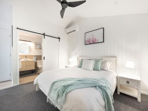 White Sands - Brand New Self-Contained Studio