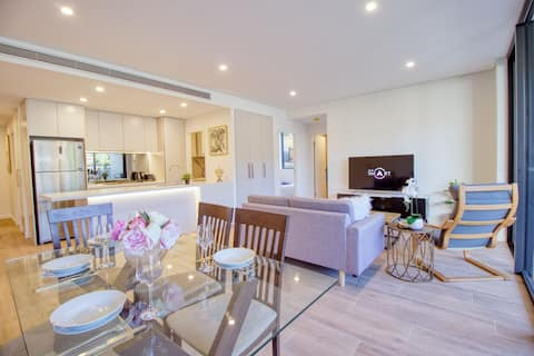 Superb 3br in Great Location, next Train & Parking