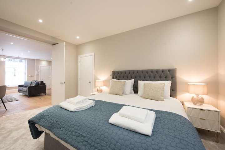 1 Bed Apartment Holborn London by Space Apartments