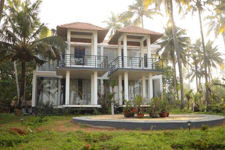 """""""The Honeymoon room- Oceana Luxury beach villa"""