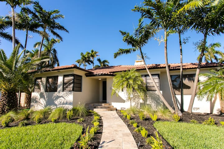 Luxury Villa WALK 5 minutes to Hollywood Beach