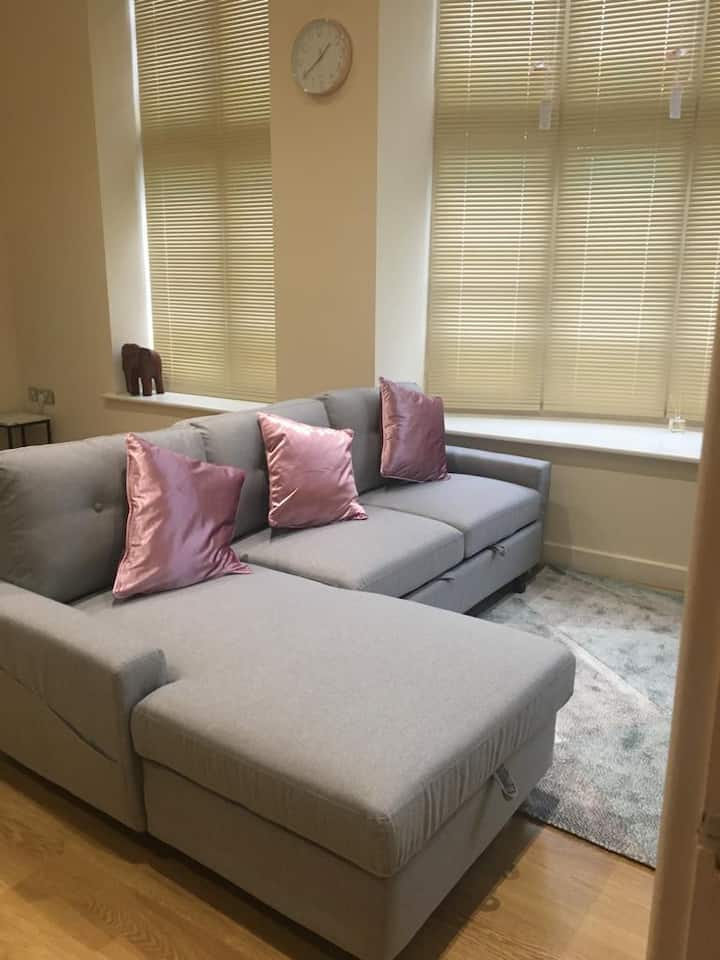 Smart, Modern 1 Bedroom Apartment in Town Centre