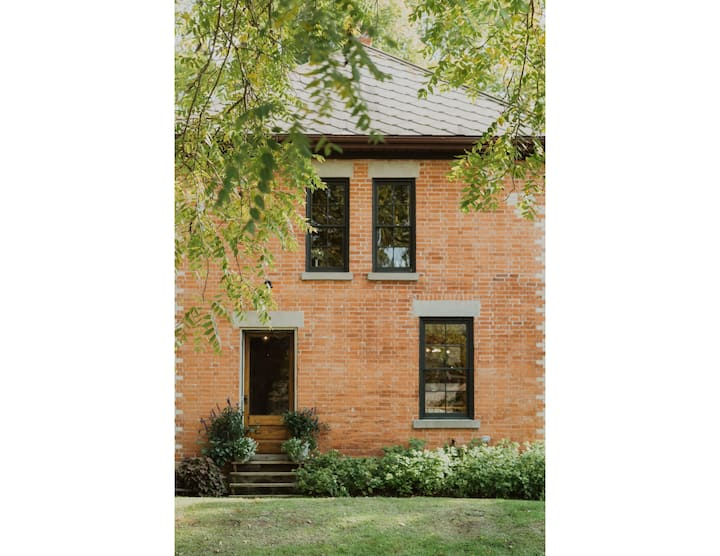 Beautiful Century Home at Cranberry Creek Gardens