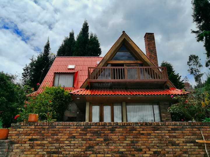 Casa de Pinos Chalet | Vista Lago Sochagota-Paipa