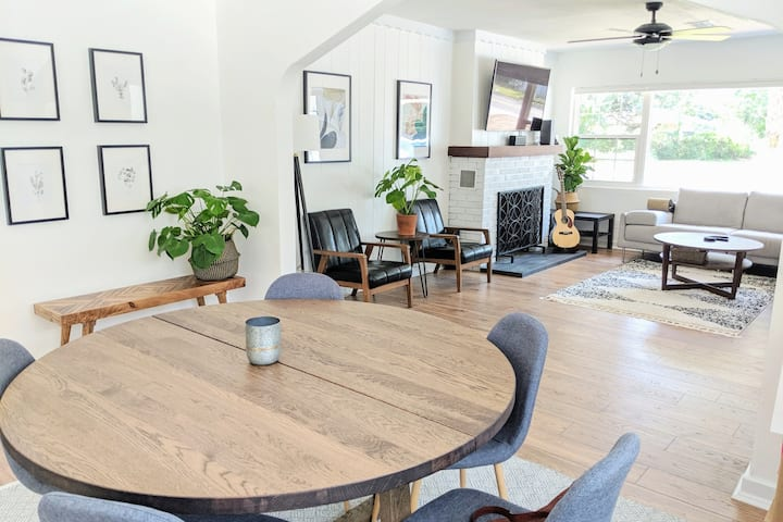 Bright & Airy HOUSE for 12, Walk to Campus!