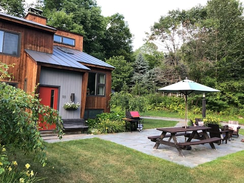 Creekside: Contemporary Woodstock VT Retreat!