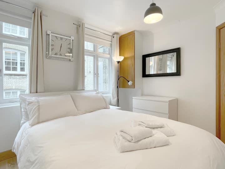 Baker Street 1st Floor - 1 Bed Apt w/En-Suite