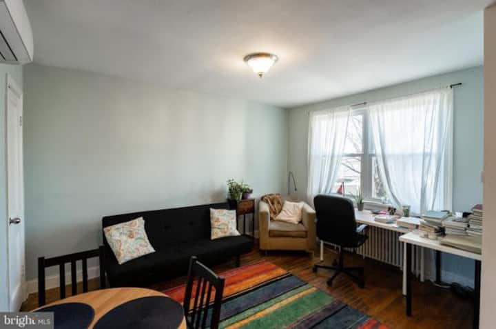 Clean and Bright Capitol Hill with Parking! Unit2