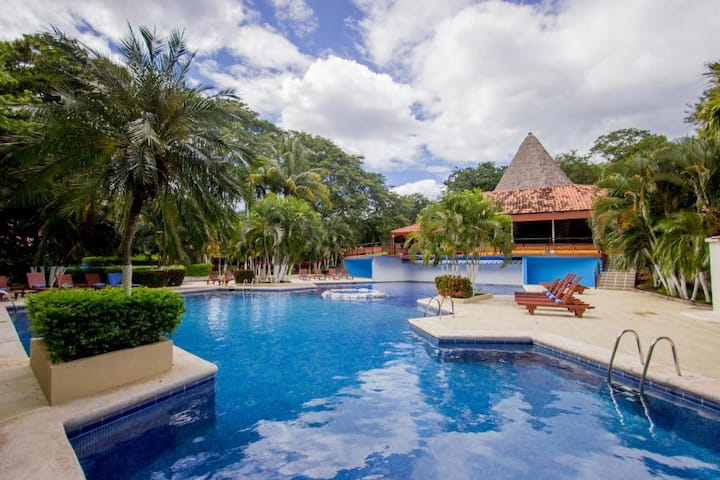 Papagayo Golden Palms Beachfront Hotel
