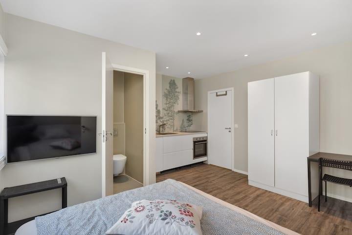 Sentral, rolig og moderne studio leilighet