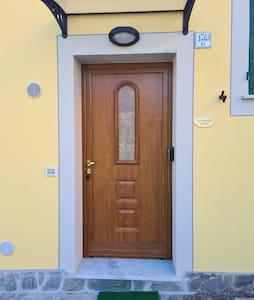L'ingresso dispone di luce fotosensibile