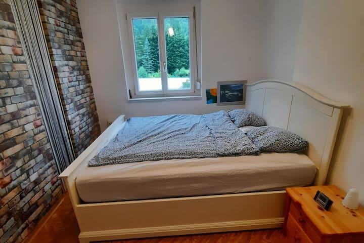 Schlafzimmer mit Blick ins Grüne - Richtung Schneealpe