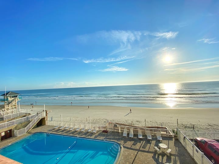 Charming Ocean View Studio in Daytona Beach!