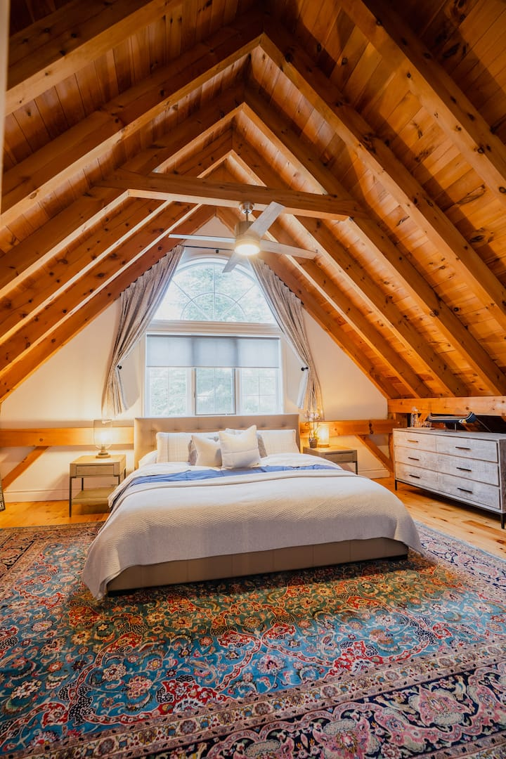 Newly Renovated Designer BnB - The Tremblant Room