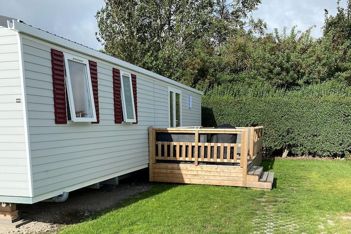 New Chalet in Zeeland 2.5km from the beach