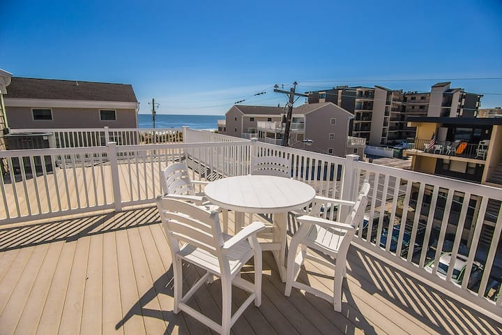 RARE FIND! 6BR/4BA Oceanblock townhome with pool