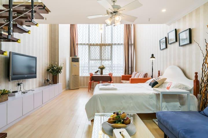 【恬静】CBD/水悦城商圈对面/三峡大学/loft时尚家庭房