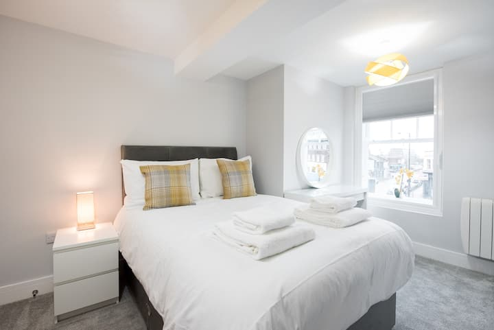 Space Luxury One Bed Brentwood Apartment