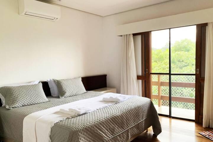 PARA DORMIR TRANQUILO SOMENTE COM O SOM DA NATUREZA- Suíte master - cama king e ar condicionado quente e frio