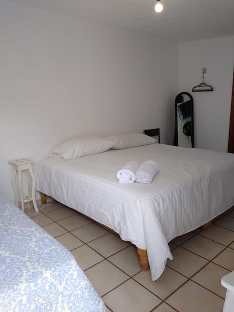 Habitación independiente, comoda y bien ubicada