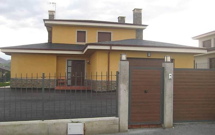 Casa en Luarca de 5 habitaciones