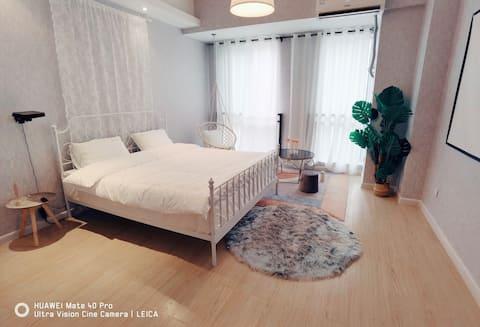 电影房 北欧纯白公寓巨幕投影 乳胶床垫