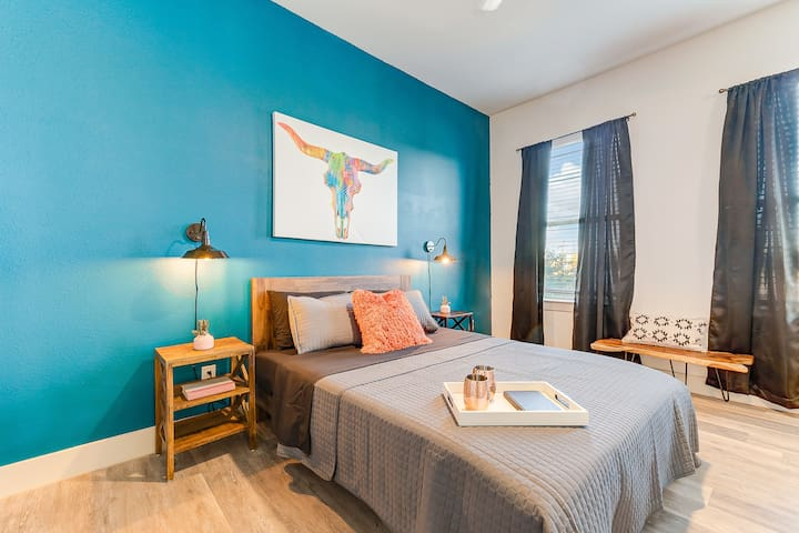 You'll love this huge master bedroom. Plenty of space to stretch out and kick back!