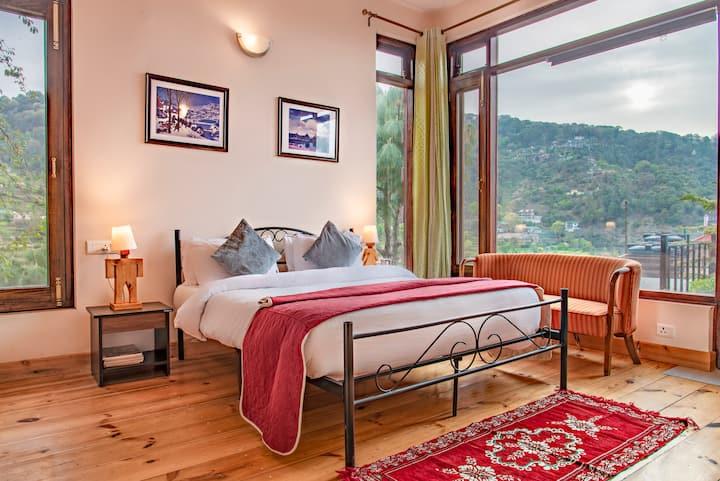 Kasauli's Bottom 2 bedrooms Apt balcony