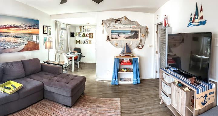RnR Beach House: 1 mi to Ocean,Pier, Harbor, Beach
