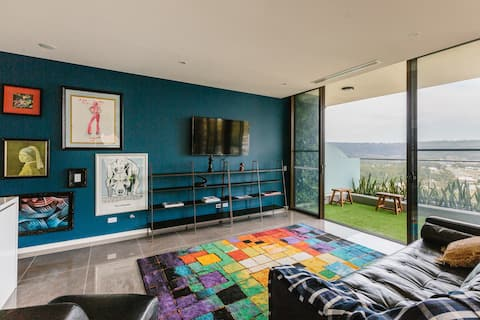 Penthouse with Hinterland views, Jacuzzi - Gosford