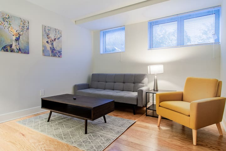 Apartment Near National Cathedral / Wisconsin Ave