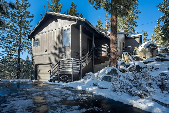 Tahoe Vacation Stay w/ Lake Views/ Next to Casinos