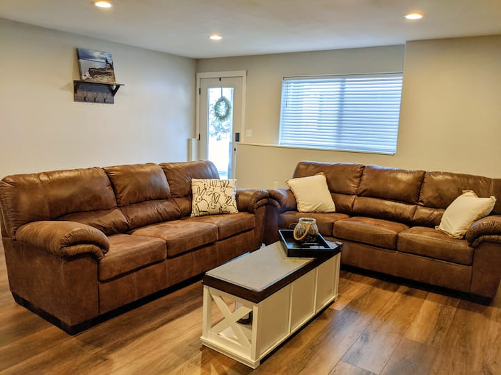 CLEAN & spacious suite - close to Leavenworth