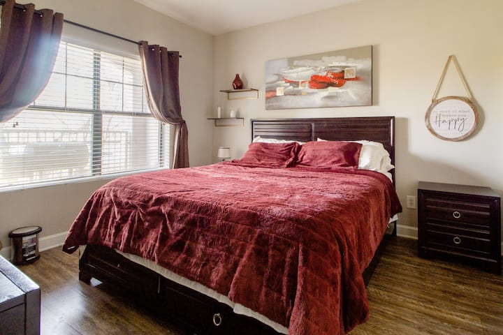 Private Room & Bath in Downtown ATL- King Bed-RM 1
