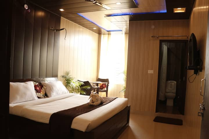 LB: Private, budget room in Vasant Vihar